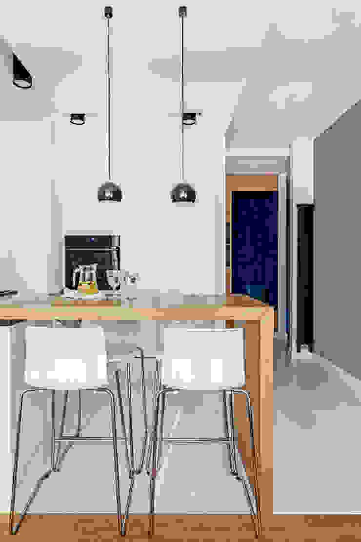 Ayuko Studio Minimalist dining room Wood White