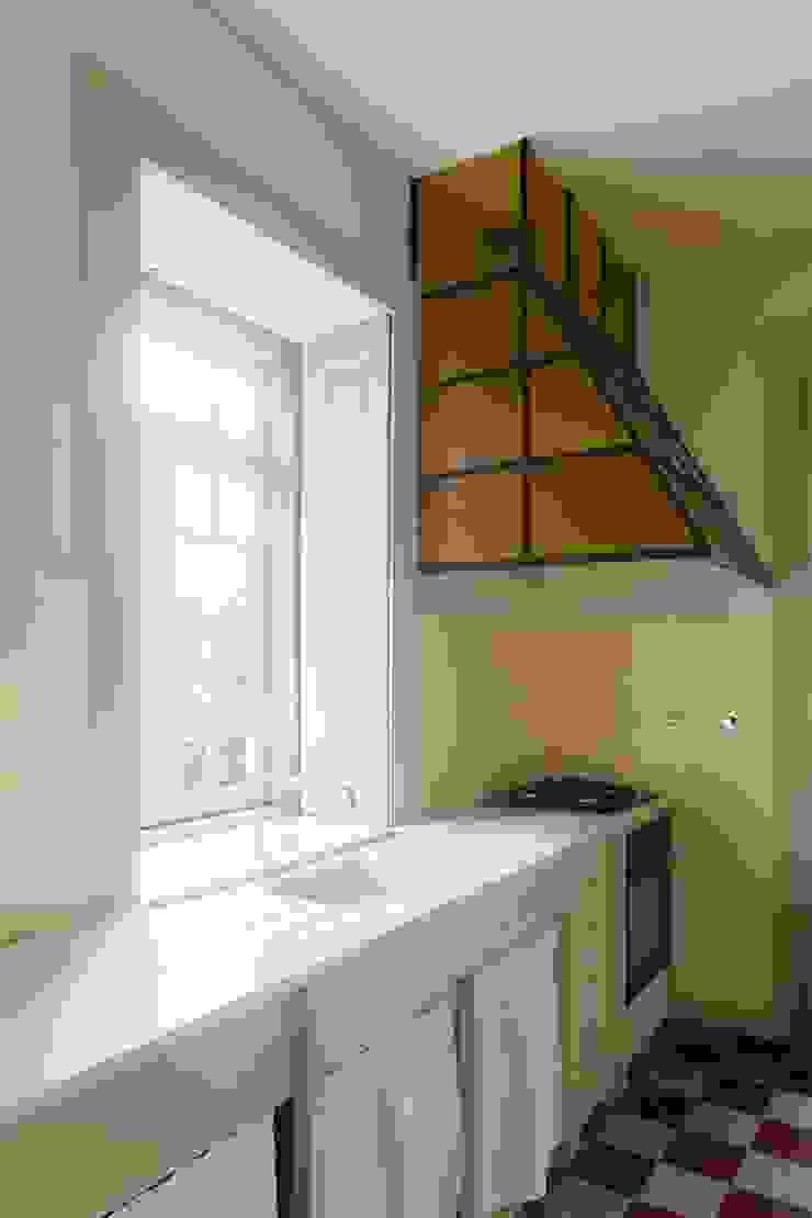 Vista interior - cozinha Cozinhas modernas por Clínica de Arquitectura Moderno