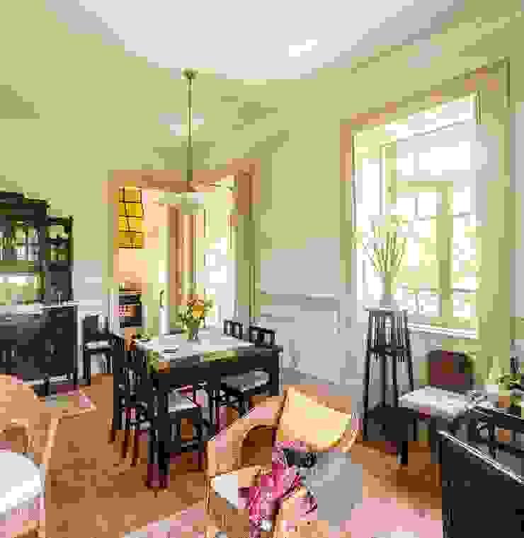 Vista interior - sala mobilada Salas de estar modernas por Clínica de Arquitectura Moderno Madeira maciça Multicolor