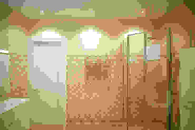 Classic style bathroom by Студия интерьерного дизайна happy.design Classic