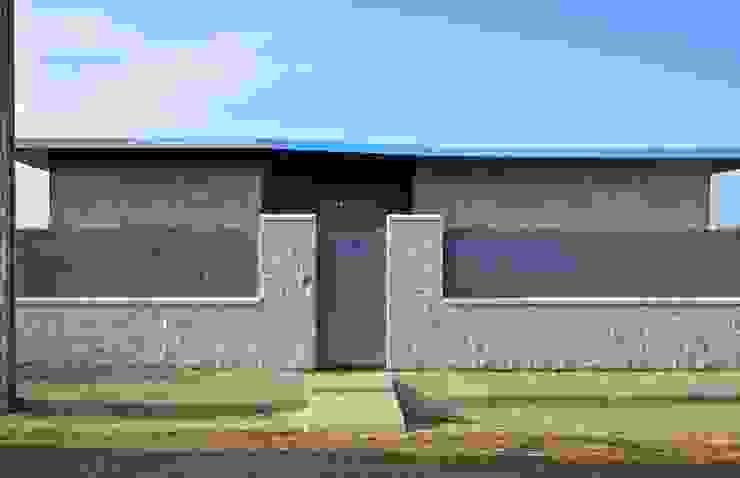 Fachada principal Casas de estilo moderno de Sánchez-Matamoros | Arquitecto Moderno Cerámico