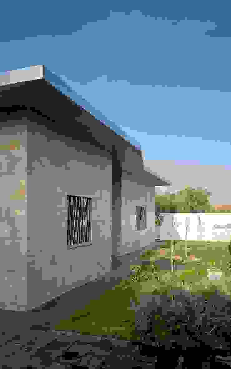 Fachada interior Casas de estilo moderno de Sánchez-Matamoros | Arquitecto Moderno Cerámico