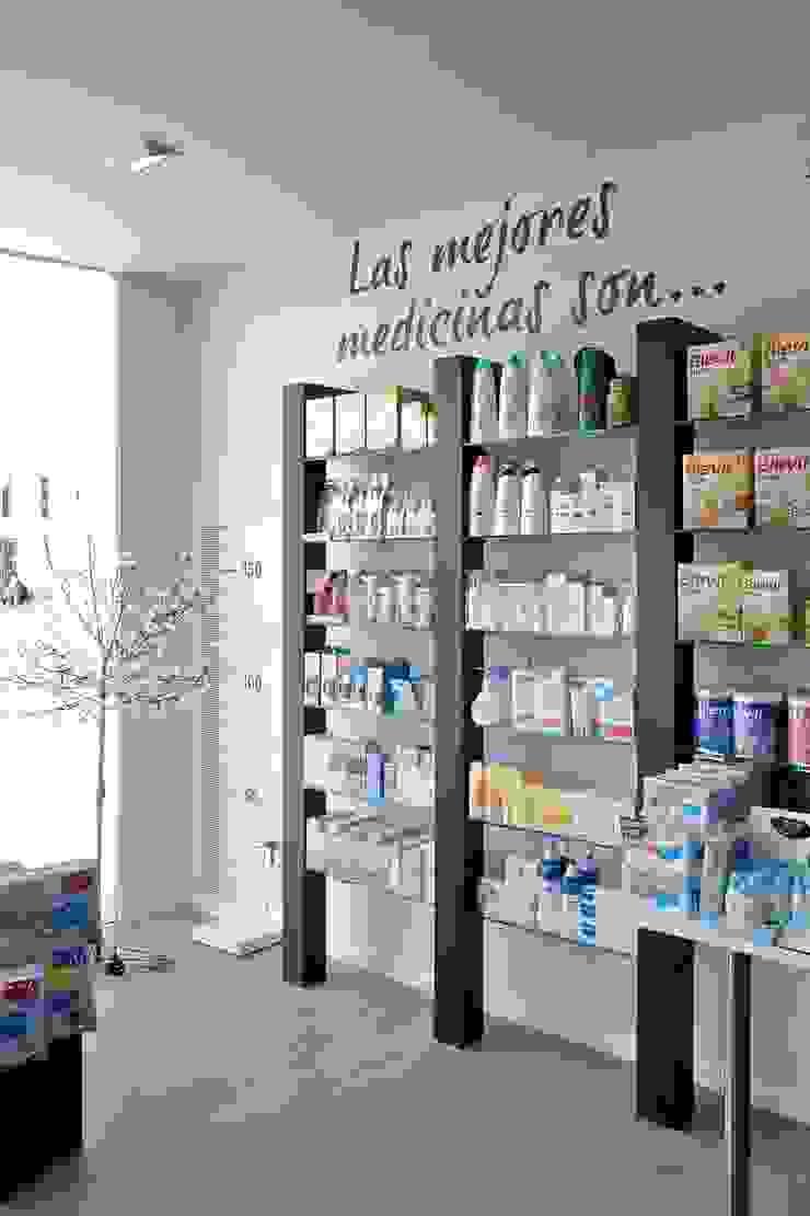 Sánchez-Matamoros | Arquitecto Office spaces & stores Chipboard Black
