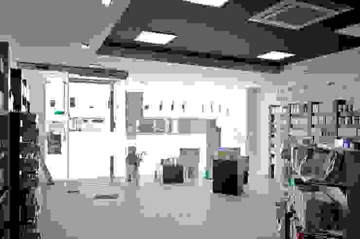 Sánchez-Matamoros | Arquitecto Modern study/office Ceramic Grey