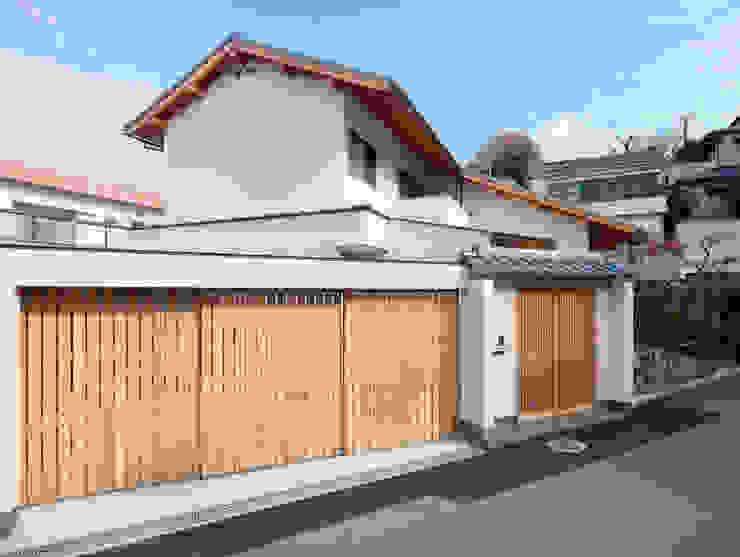 Дома в стиле модерн от 一級建築士事務所 Eee works Модерн