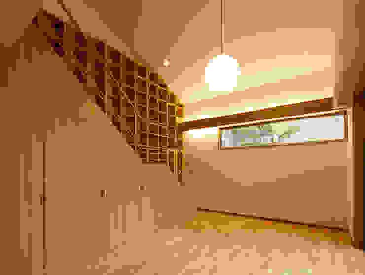 Гостиная в стиле модерн от 一級建築士事務所 Eee works Модерн
