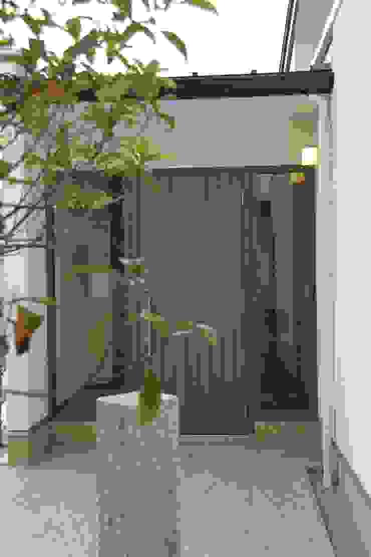 鳴門の家 モダンスタイルの 玄関&廊下&階段 の 一級建築士事務所 Eee works モダン