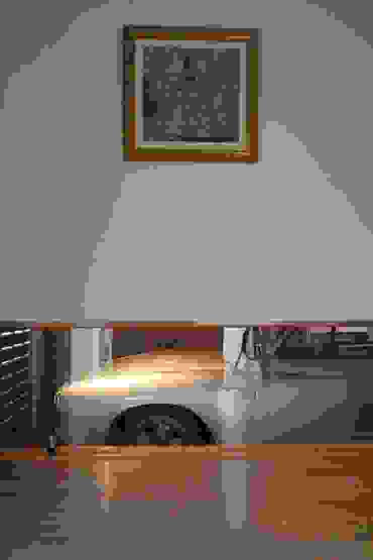 Hành lang, sảnh & cầu thang phong cách hiện đại bởi 一級建築士事務所 Eee works Hiện đại