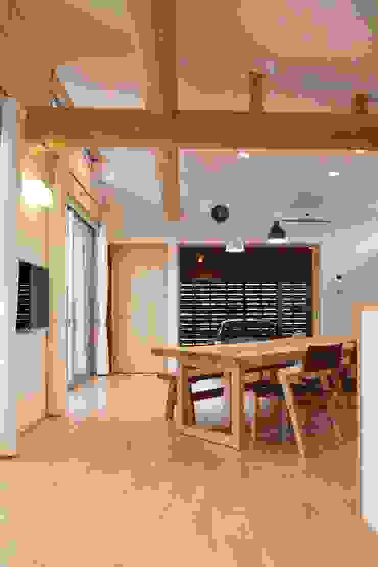 鳴門の家 モダンデザインの リビング の 一級建築士事務所 Eee works モダン