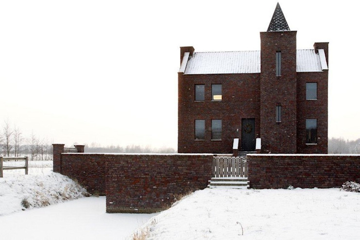 Casas ecléticas por Architectenbureau Van Erken Calandt Eclético
