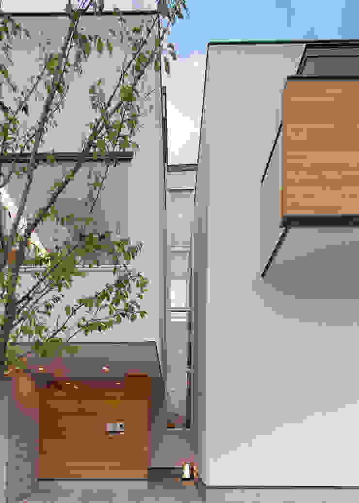 Maisons modernes par 一級建築士事務所 Eee works Moderne