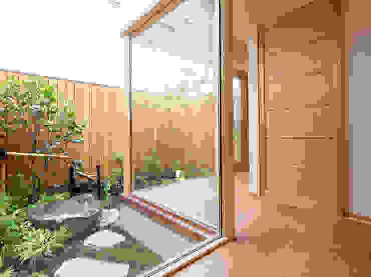 桜を望む家 モダンな庭 の 一級建築士事務所 Eee works モダン
