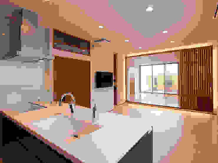 桜を望む家 モダンデザインの リビング の 一級建築士事務所 Eee works モダン