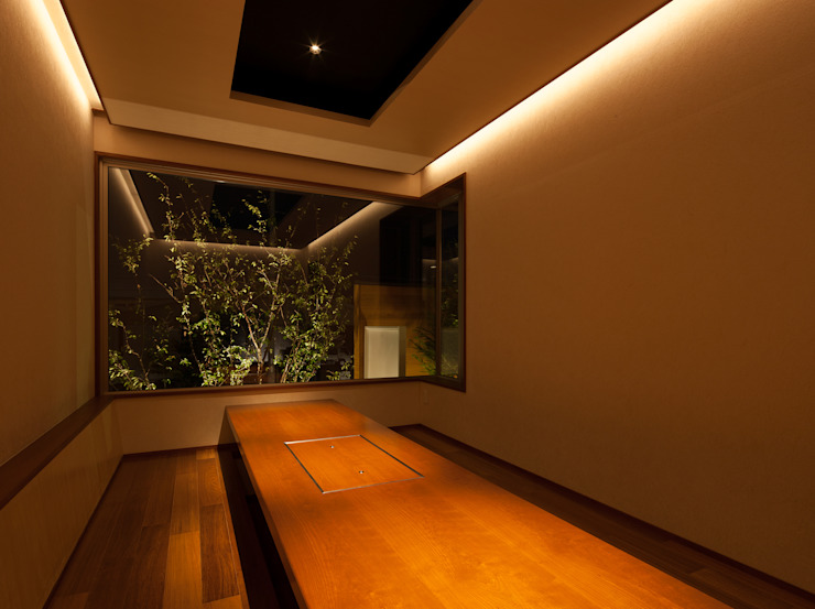 Salle multimédia moderne par 一級建築士事務所 Eee works Moderne