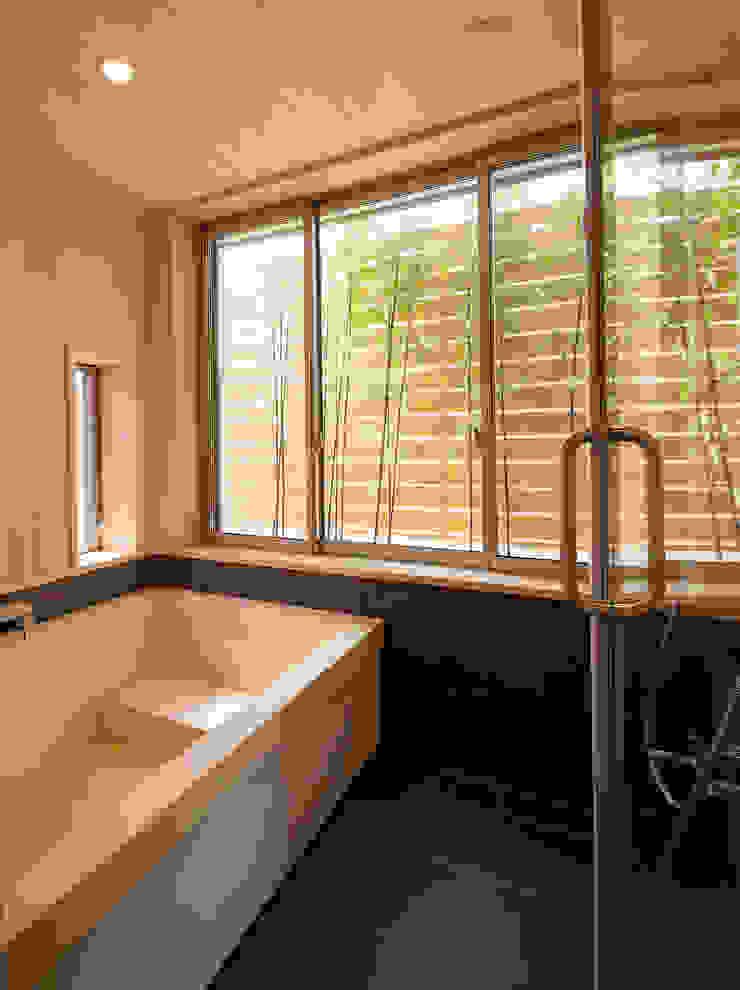 桜を望む家 モダンスタイルの お風呂 の 一級建築士事務所 Eee works モダン