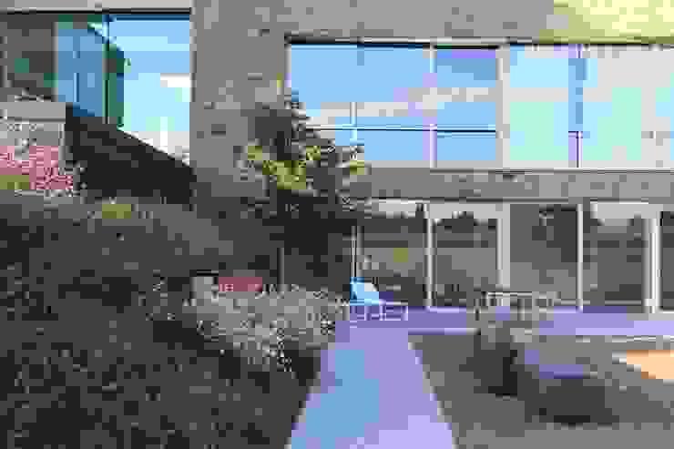 Le Moellon Balcon, Veranda & Terrasse modernes par Luc Spits Architecture Moderne
