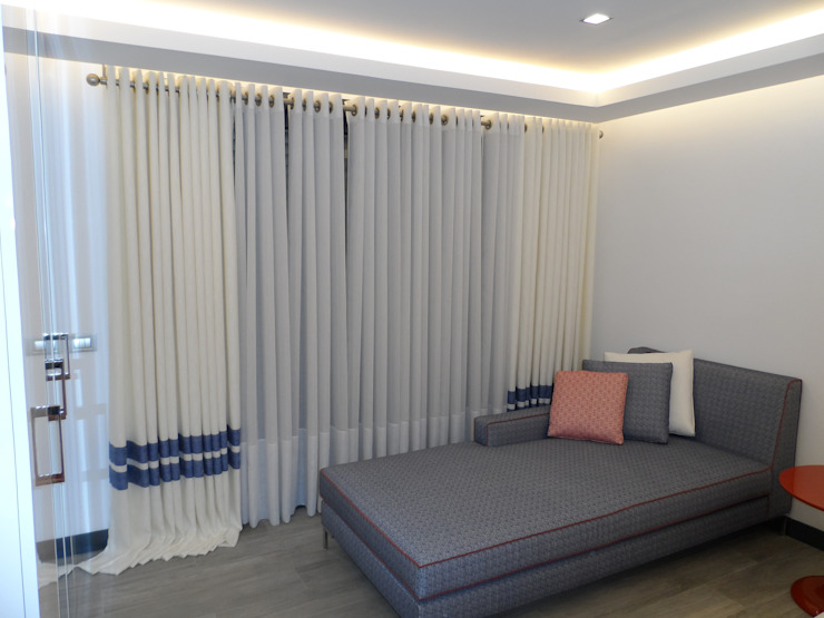 Levent Home Collection – Çeşme, Misafir Odası Perde Tasarım ve Uygulaması: modern tarz , Modern Tekstil Altın Sarısı