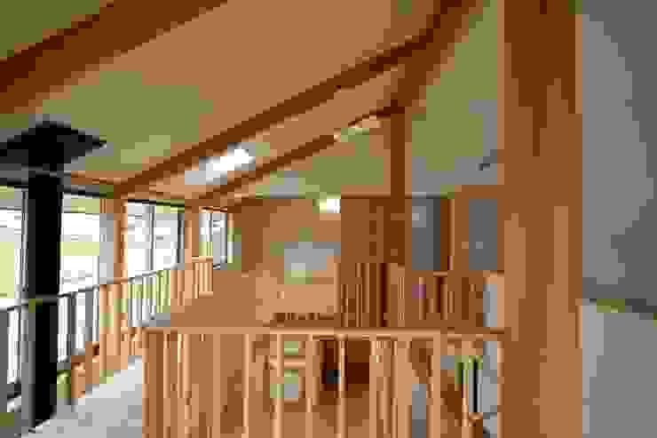 子供室から吹き抜け・寝室を見る 和風デザインの 子供部屋 の 遠藤知世吉・建築設計工房 和風
