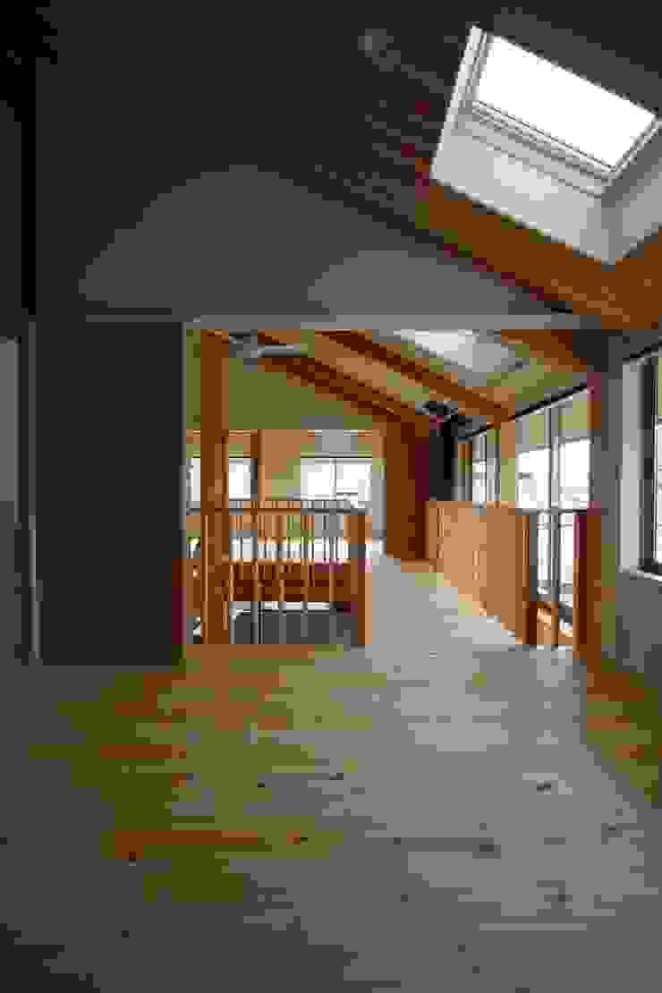 寝室からサンルーム・子供室を見る 和風の 寝室 の 遠藤知世吉・建築設計工房 和風