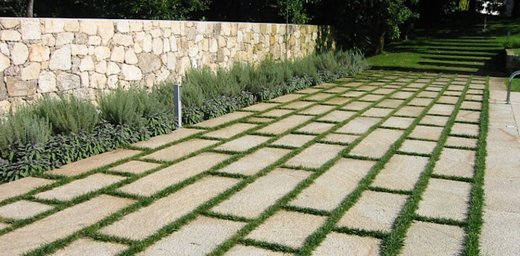 Jardines de estilo moderno de Neoturf Moderno