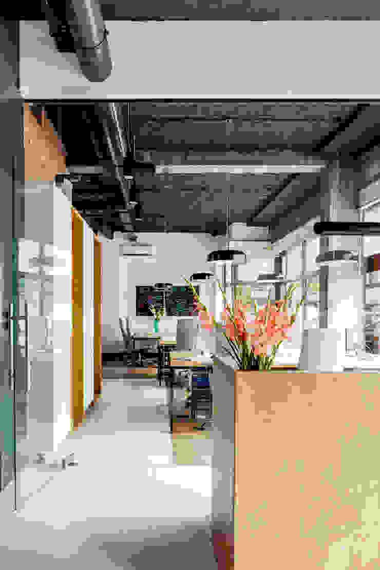 Our photoshoot of Decoroom Architects office od Ayuko Studio Nowoczesny Drewno O efekcie drewna