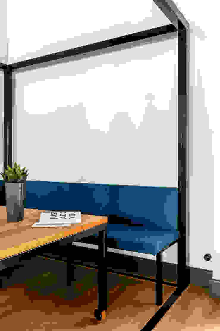 Our photoshoot of Decoroom Architects office od Ayuko Studio Nowoczesny Matal