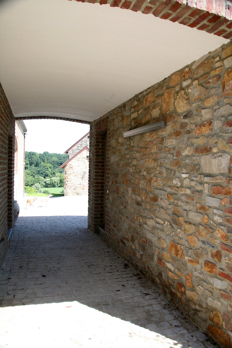 Luc Spits Architecture Modern corridor, hallway & stairs