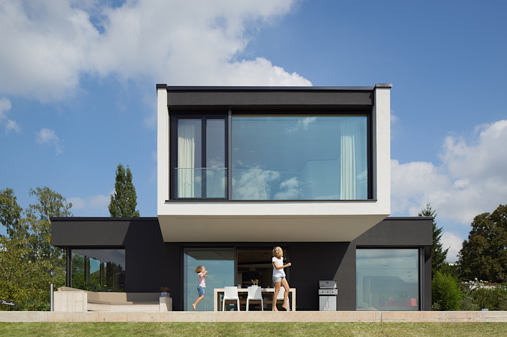 Modern houses by LEE+MIR Modern