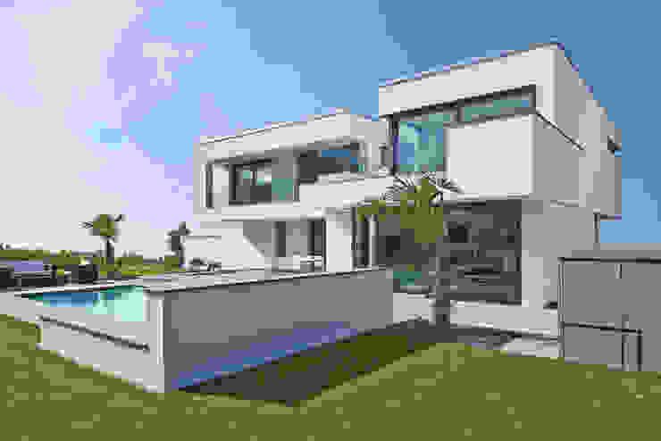 Casas modernas de LEE+MIR Moderno