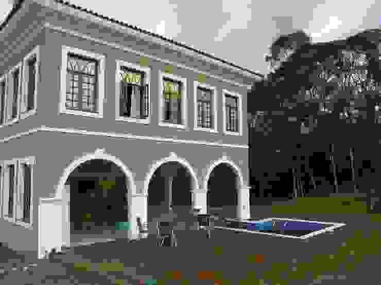 Fachada deck Casas coloniais por BUZZI & SILVA ARQUITETOS ASSOCIADOS Colonial Tijolo