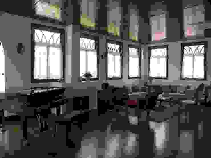 Sala de estar 2 Salas de estar coloniais por BUZZI & SILVA ARQUITETOS ASSOCIADOS Colonial