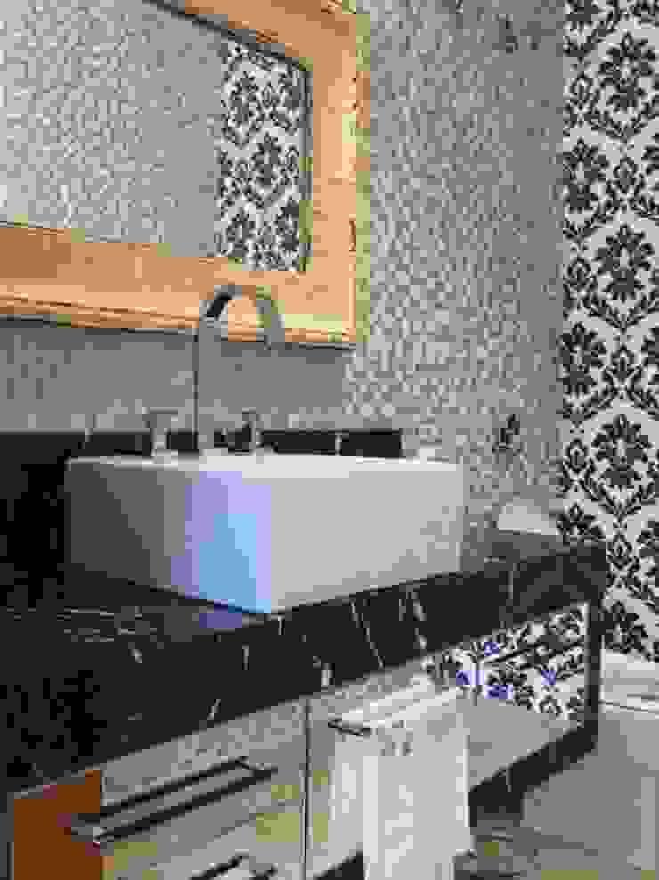 Lavabo Banheiros coloniais por BUZZI & SILVA ARQUITETOS ASSOCIADOS Colonial