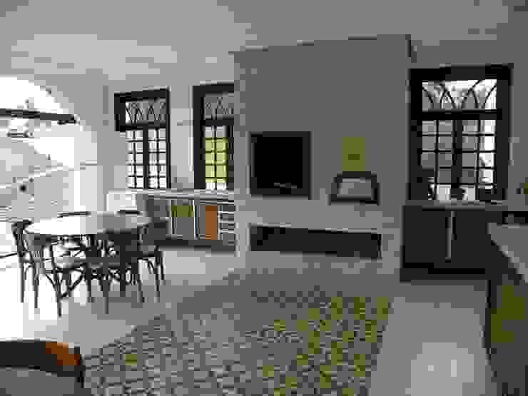Residência Umbará Salas de jantar coloniais por BUZZI & SILVA ARQUITETOS ASSOCIADOS Colonial