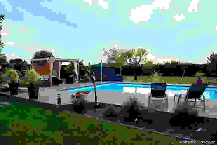Jardins modernos por E/P ESPACE DESIGN - Emilie Peyrille Moderno Compósito de madeira e plástico