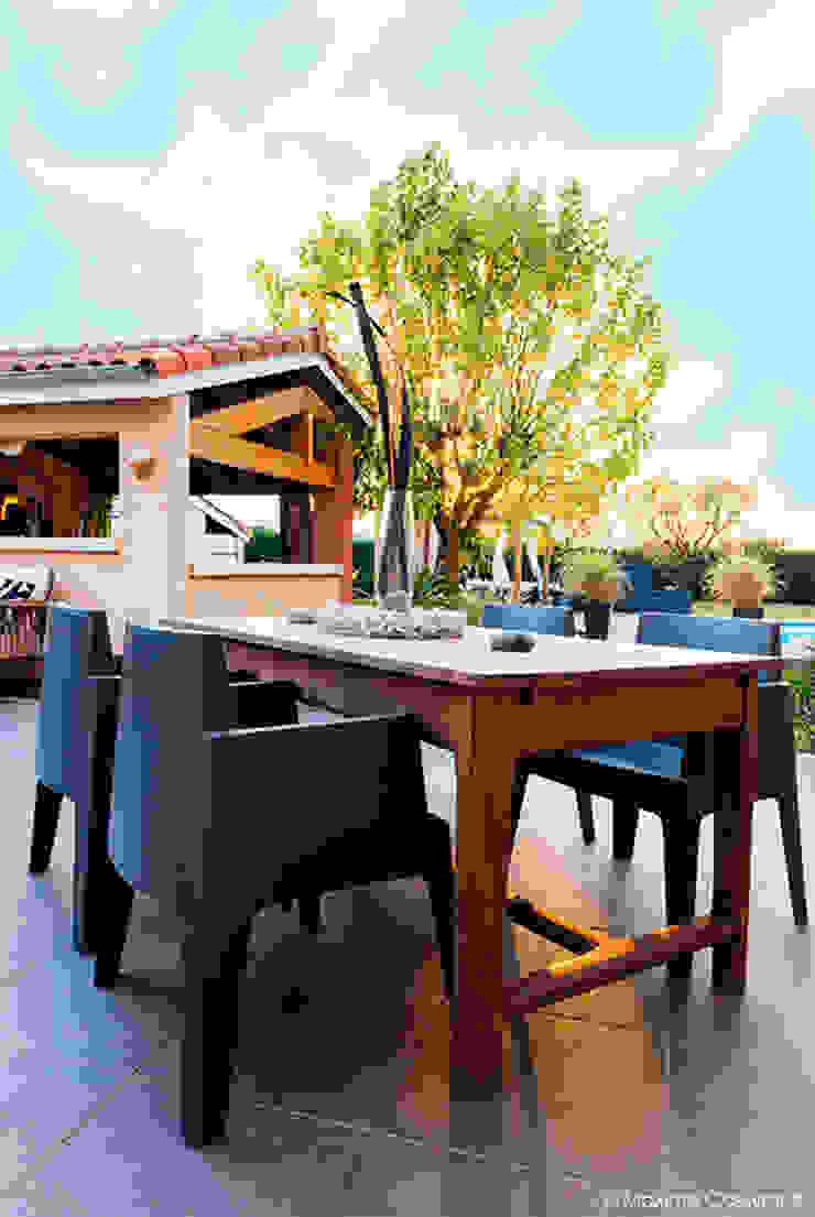 Балкон и терраса в стиле модерн от E/P ESPACE DESIGN - Emilie Peyrille Модерн Песчаник