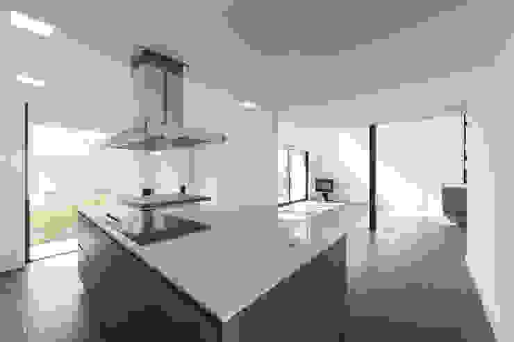 Cocinas equipadas de estilo  por AD+ arquitectura, Moderno Cerámico