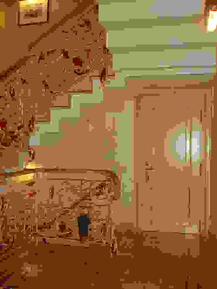 Лестничное ограждение «ФЛОРАНС» Коридор, прихожая и лестница в классическом стиле от Архитектурно-дизайнерская компания Сергея Саргина Классический