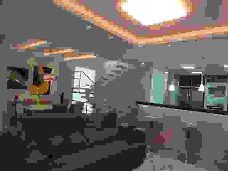 CASA DUPLEX SÃO GONÇALO Salas de estar modernas por Claudia Fonseca Designer de Interiores Moderno
