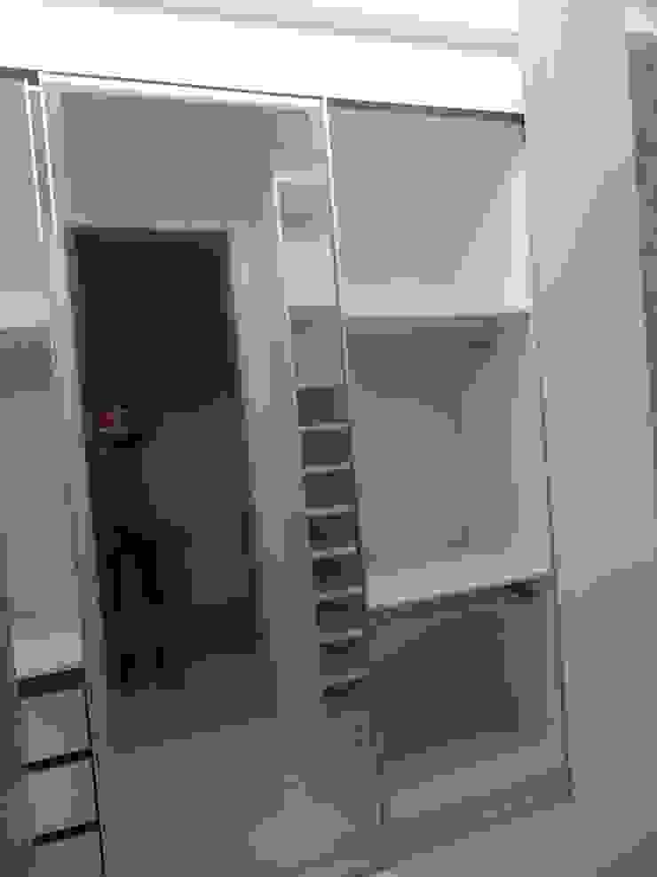 CASA DUPLEX SÃO GONÇALO Closets por Claudia Fonseca Designer de Interiores Moderno