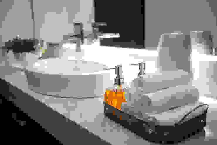 Salle de bain de style  par Dovela Interiorismo,