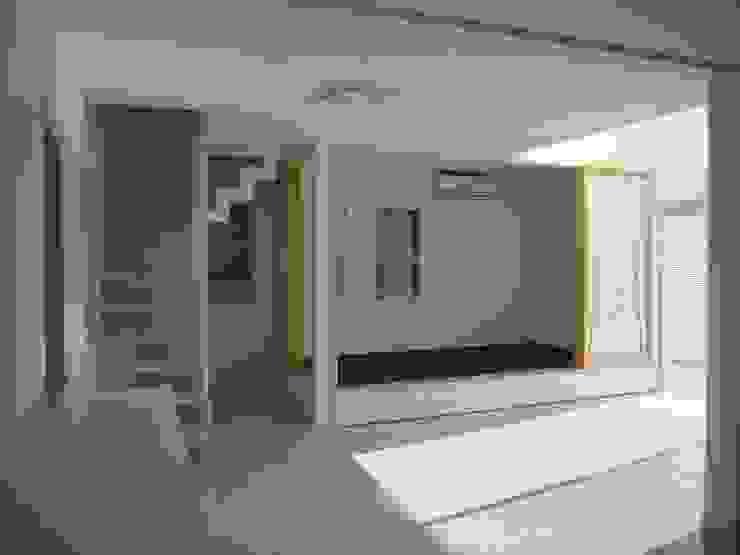 光と空間の家 モダンデザインの リビング の 株式会社北海道ハウス モダン