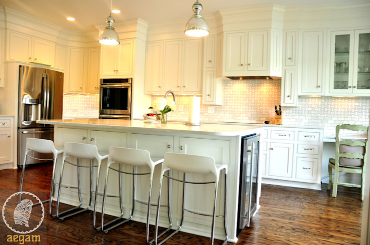 "Modern ""Classic White"" themed Home Modern kitchen by Aegam Modern"