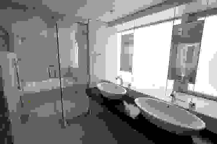 都心の家 A邸 モダンスタイルの お風呂 の 細江英俊建築設計事務所 モダン