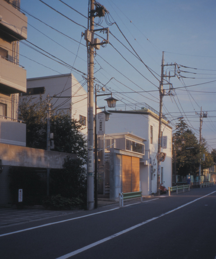 Modern Houses by 株式会社フォルムス/FORMS Modern Iron/Steel