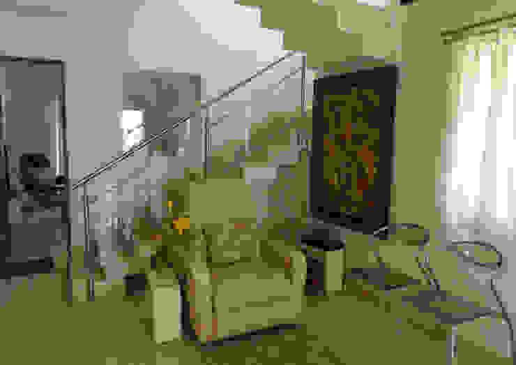 ENTRANCE LOBBY Minimalist living room by VERVE GROUP Minimalist