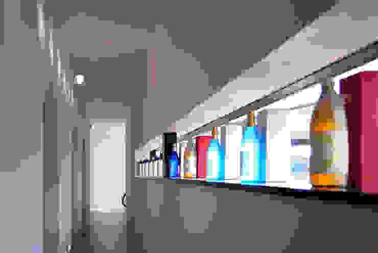 Corredores, halls e escadas modernos por BDA.T / ボーダレスドロー Moderno