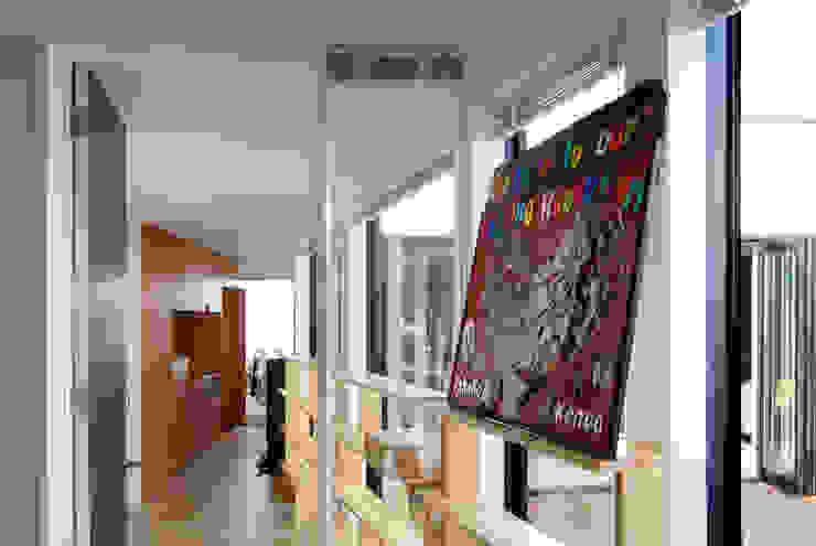 インナーコートのある家 モダンスタイルの 玄関&廊下&階段 の BDA.T / ボーダレスドロー モダン