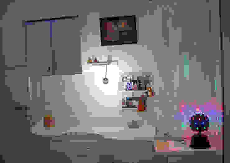 GIRL'S ROOM STUDY 1 Minimalist study/office by VERVE GROUP Minimalist
