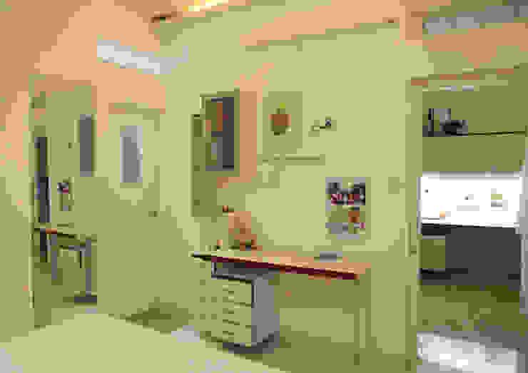 GIRL'S ROOM STUDY 2 Minimalist study/office by VERVE GROUP Minimalist