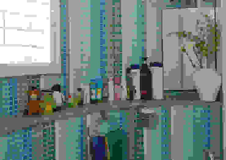 WASHROOM in Turquoise & Green VERVE GROUP Modern bathroom Ceramic Blue